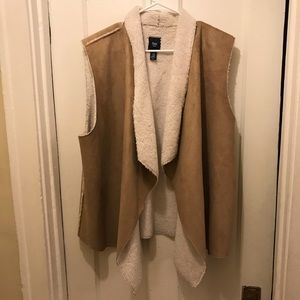 Gap tan shearling vest XXL